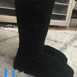 Size 11 tall black Bailey button Uggs